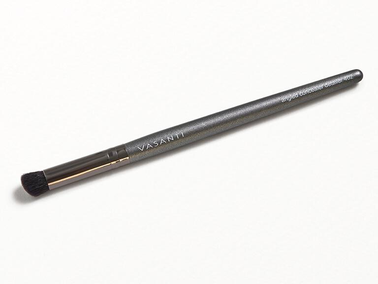 VASANTI COSMETICS Angled Concealer Detailer Brush