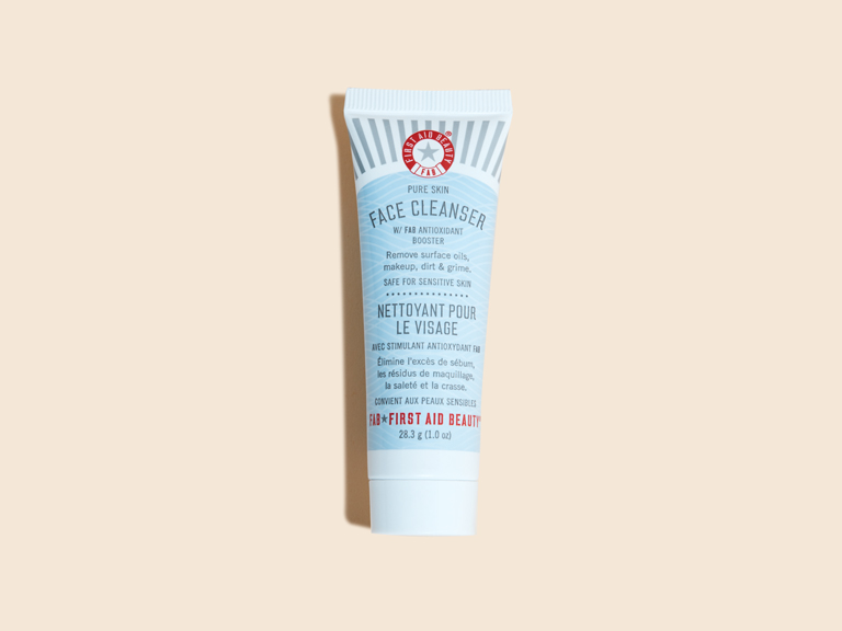 NEW-First-Aid-Beauty-Face-Cleanser-1-oz_0375