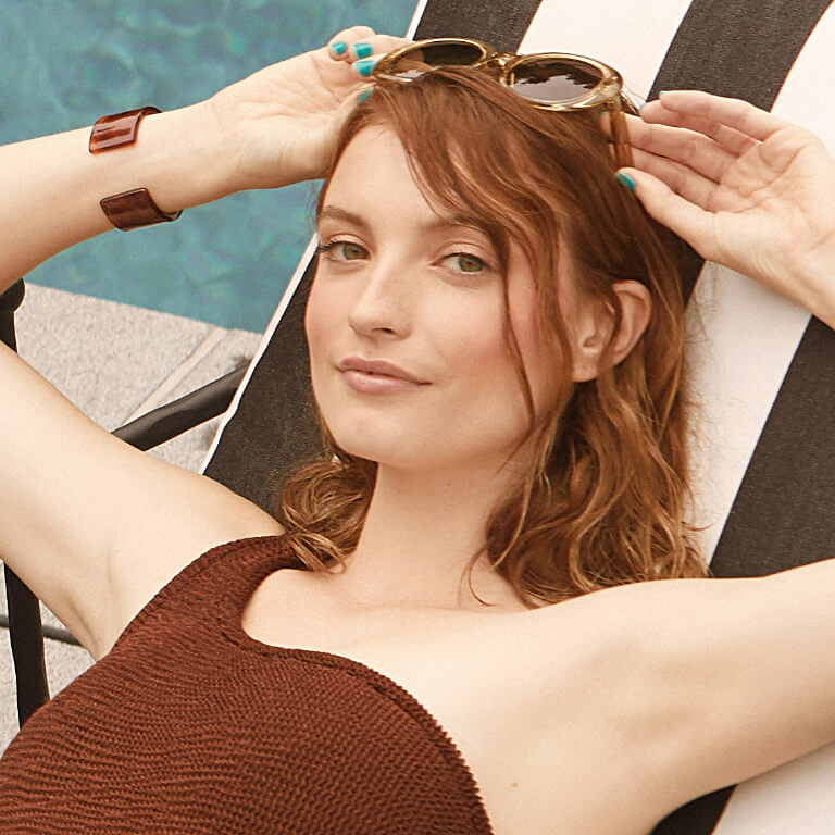 Hannah Rose Masi rocks her summer hair and sunglasses by the pool