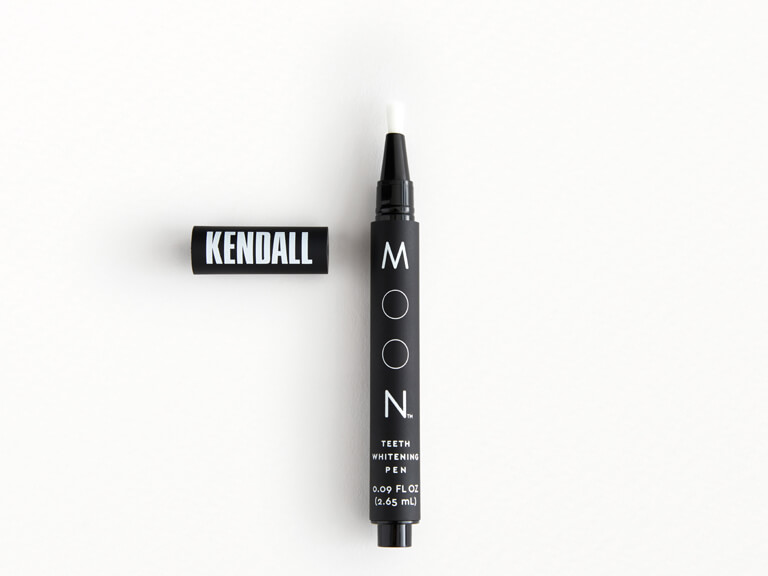 Kendall Jenner Teeth Whitening Pen In Vanilla Mint By Moon Oral