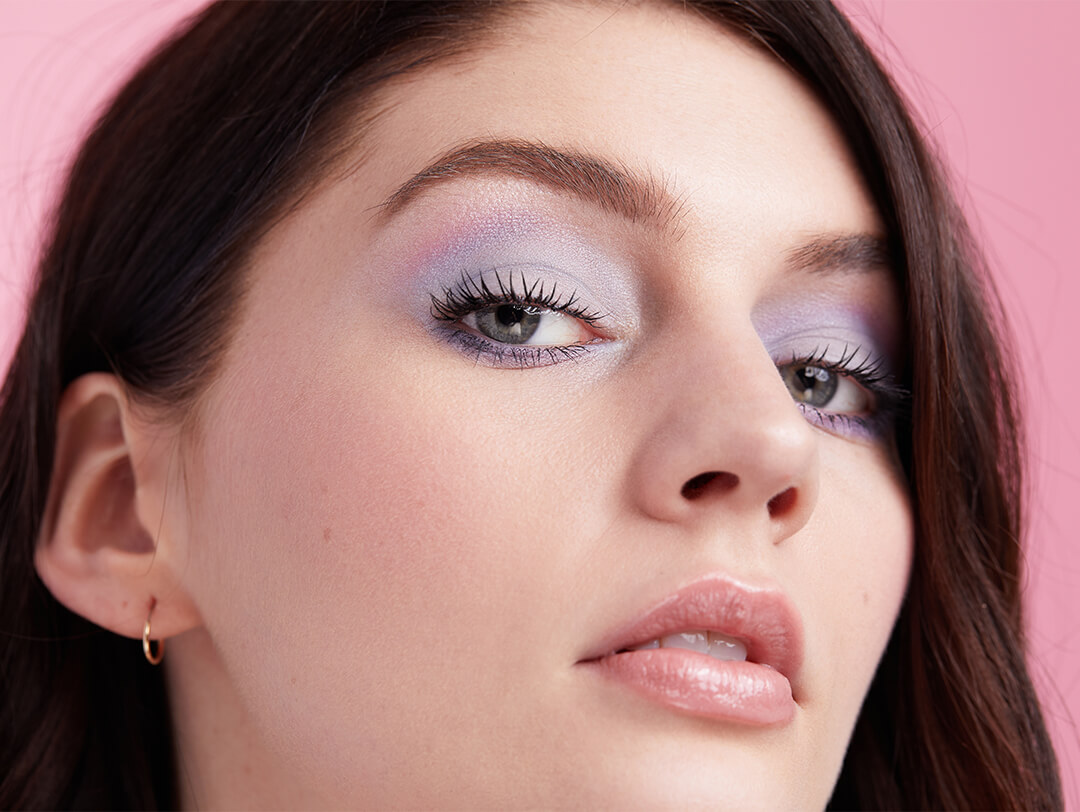 Makeup for Pale Skin: 12 Makeup Artist Tips + Products for Pale