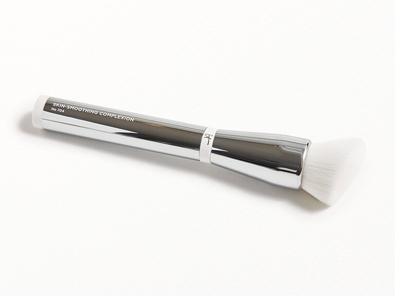 IT COSMETICS Heavenly Skin™ Skin-Smoothing Complexion Brush #704